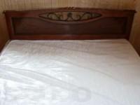Двуспальная кровать из массива
