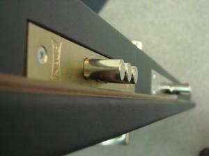 Как отремонтировать входную дверь?