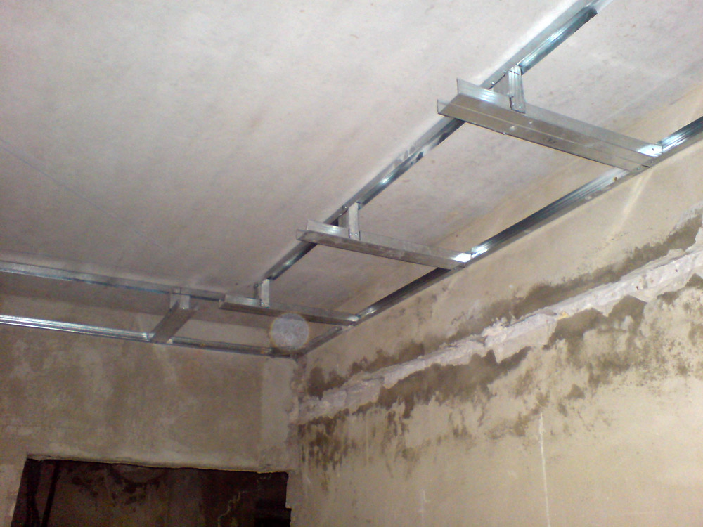 Белим потолок  видео 60